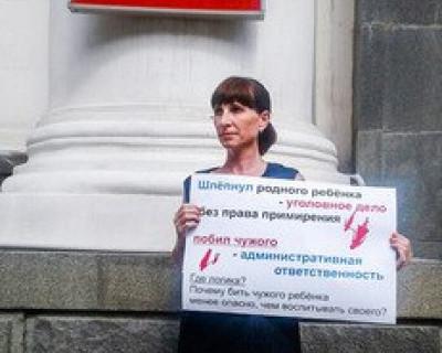 Родители Севастополя «штурмовали» здание Законодательного Собрания (фото)