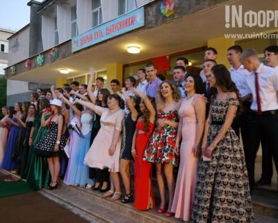 В севастопольской гимназии №7 выпускной вечер прошёл под открытым небом (фоторепортаж)