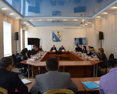 На закрытом совещании депутаты Заксобрания Севастополя «пилили» земли?