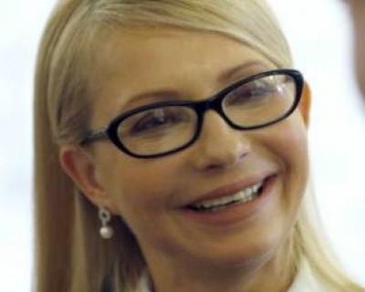 Пенсионеры Украины сбросились на «змеиные» туфли для Тимошенко? (фото)