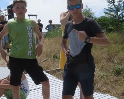 Севастопольских подростков научили перекрывать дороги и портить чужое? (фото)