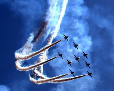 В Крыму кружили самолёты и метали бомбы