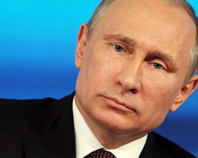 Где в День ВМФ находится президент России, что он успел осмотреть?