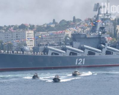 Тысячи людей в Севастополе висели на заборах и вставали на цыпочки, чтобы увидеть это!
