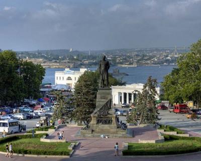В Севастополе «Единая Россия» предлагает открыть парковку на Нахимова