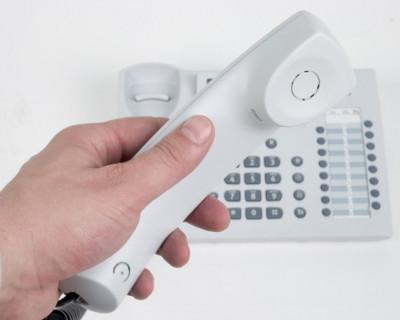 За неделю севастопольцы высказали телефонной трубке 1639 претензий
