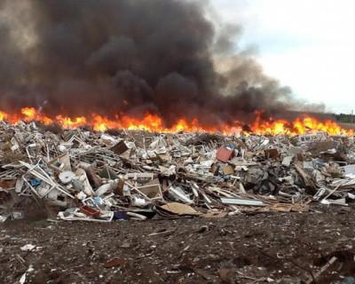 Пять дней чиновники Крыма боролись с горящей свалкой. Узнайте победителя!