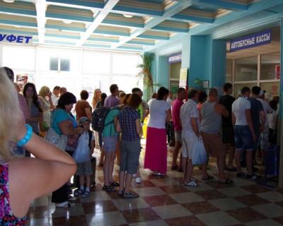 На автовокзале Севастополя томятся два десятка «заложников» непрофессионализма