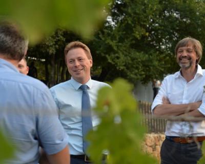 Краснодарский бизнесмен и друг-сомелье водят за нос врио губернатора между бочками с вином?