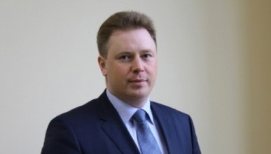 Стоит ли Овсянникову убеждать депутатов дать ему аванс доверия, или опереться на поддержку севастопольцев?