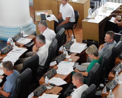 Депутаты Севастополя дали зелёный свет чиновникам в синих костюмах. Кто эти люди?