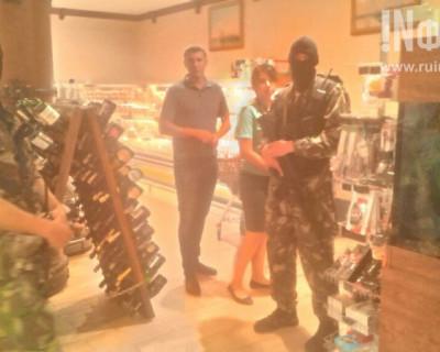 Показательное выступление группы «маски-шоу» в севастопольском магазине «Меркурий»