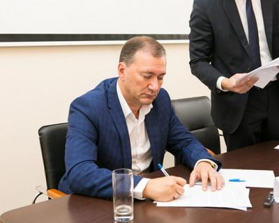 В Севастополе кандидаты в Госдуму пожали друг другу руки - краснодарский бизнесмен проигнорировал