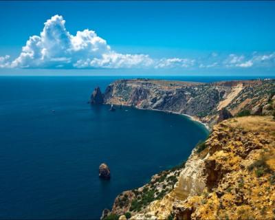 Где в Севастополе расположен памятник среднеюрского вулканизма?