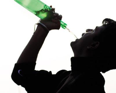 Россиянин брал с полок магазинов понравившуюся бутылку и бесплатно опохмелялся
