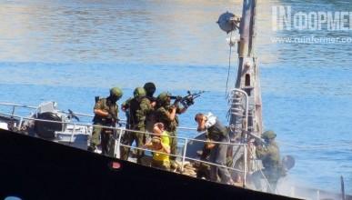 Кто нас оберегает вдали от крымских берегов?