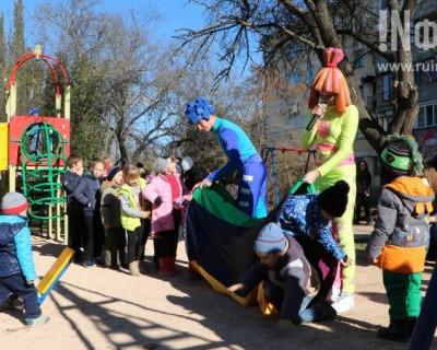 Севастопольские малыши получили дворик детства от «больших дядь»