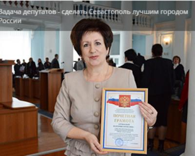 Кто-то похожий на Алтабаеву и Посметного катается по «выделенкам» Севастополя на служебных авто?