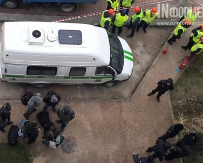В Севастополе в продолжении кошмара приняла участие судебный пристав