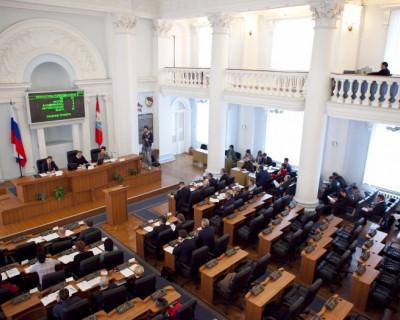 Депутаты с любовью к севастопольцам: белые кресла, синие ковры и икебана