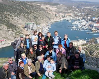 Коллектив пансионата «Изумруд» поздравляет севастопольцев с Новым годом!