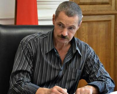 Севастопольский депутат молится на своего бога и говорит его словами?