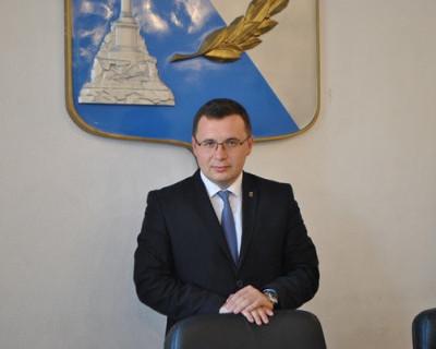 Сегодня принимает поздравления молодой, но очень перспективный севастопольский политик
