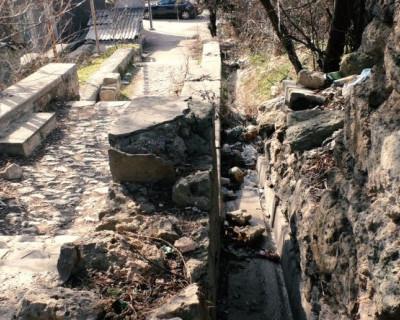 Улица разбитых фонарей: жители Севастополя задыхаются от смрада
