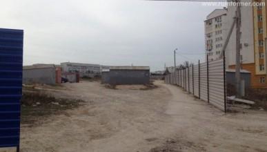 Севастопольцы выламывают заборы, чтобы попасть домой