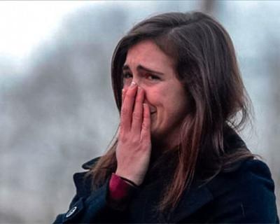 Севастопольцы плачут и ищут справедливости в здании местного правительства