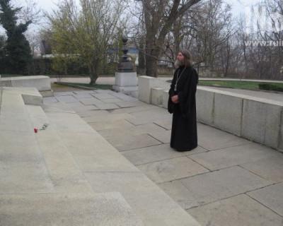 Священник-рекордсмен подготовил особый подарок севастопольцам