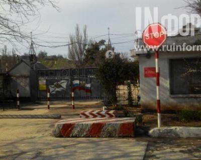 В Севастополе двор жилого дома - лучшее место для стоянки туристических автобусов?