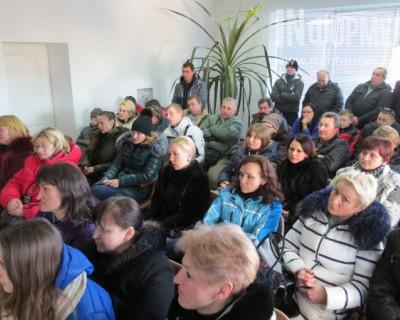 Работники Севастопольского автозаправочного комплекса больше не верят обещаниям руководства
