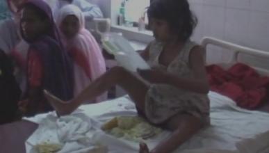 Спасатели с боем отобрали у обезьян девочку-маугли