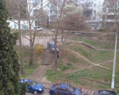 В севастопольских дворах куролесят пьяные водители