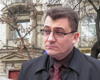 Севастопольского «профессионального общественника» Комелова не берут на работу?
