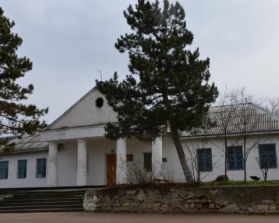 Жители севастопольского села Гончарное умоляют открыть аптечный пункт!