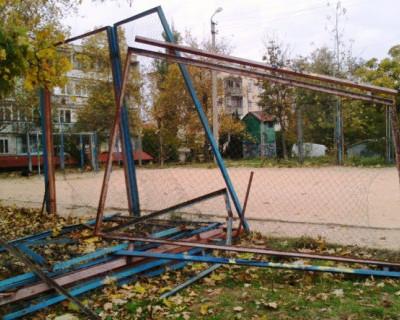 Сколько севастопольские дети будут кататься на ржавых палках и валяться на асфальте?