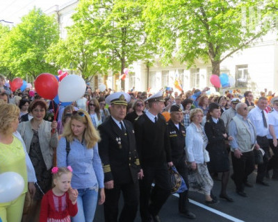 Первомай в Севастополе: машут шарами и флагами