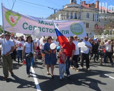 Севастопольские мамы и папы впервые приняли участие в Первомайской демонстрации