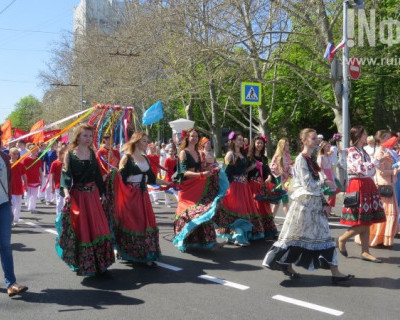 Работники предприятий Севастополя светились от радости и дарили поздравления!