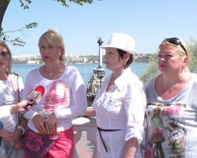 Может, хоть так услышат? Экс-работники севастопольского пансионата «Изумруд» готовы сжечь себя на Красной площади