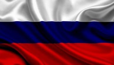 В России депутат спрятал кучу навоза за триколором