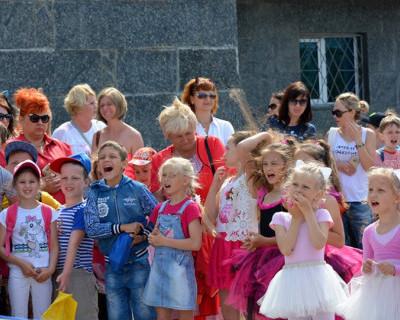 На празднике детства мальчишки и девчонки Севастополя отрывались по полной