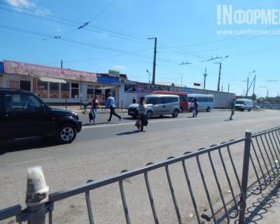 В Севастополе пешеходный переход стал яблоком раздора для местных жителей