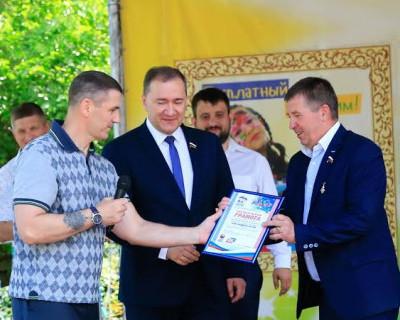 В Международный день защиты детей юных севастопольцев поздравили важные гости