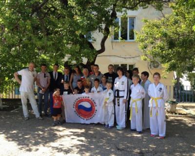 Севастопольские дети получили подарки из рук больших и сильных