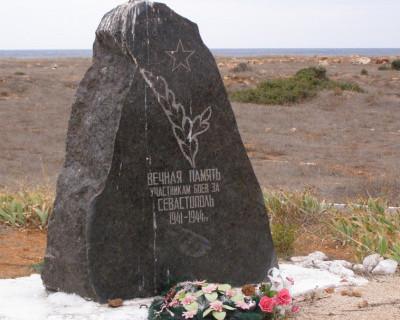 Такое только в Севастополе? Праздничный концерт на кладбище под «Играй, гармонь»