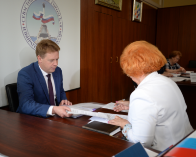 Среди кандидатов в губернаторы от «Единой России» Дмитрий Овсянников первым подал документы