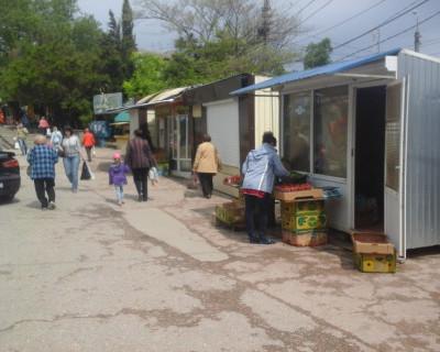 «Лицо» севастопольских рынков новое, а площади и улицы города заполняются древними ларьками